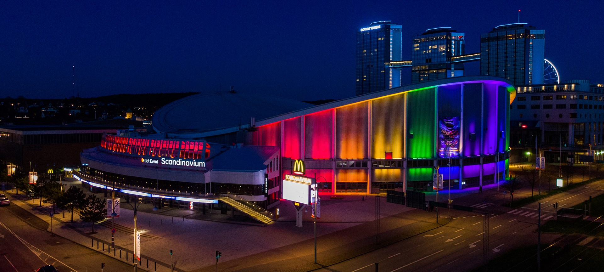 Scandinavium shines in the colors of the rainbow. In the background you can see the three Gothia Towers.